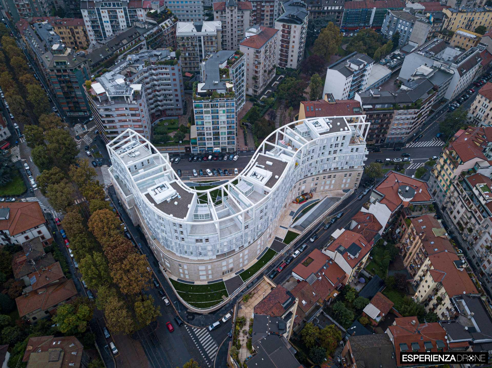 esperienza drone immagine portfolio architettura aerea zenitale diurna milano residenze carlo erba tre 1.jpg