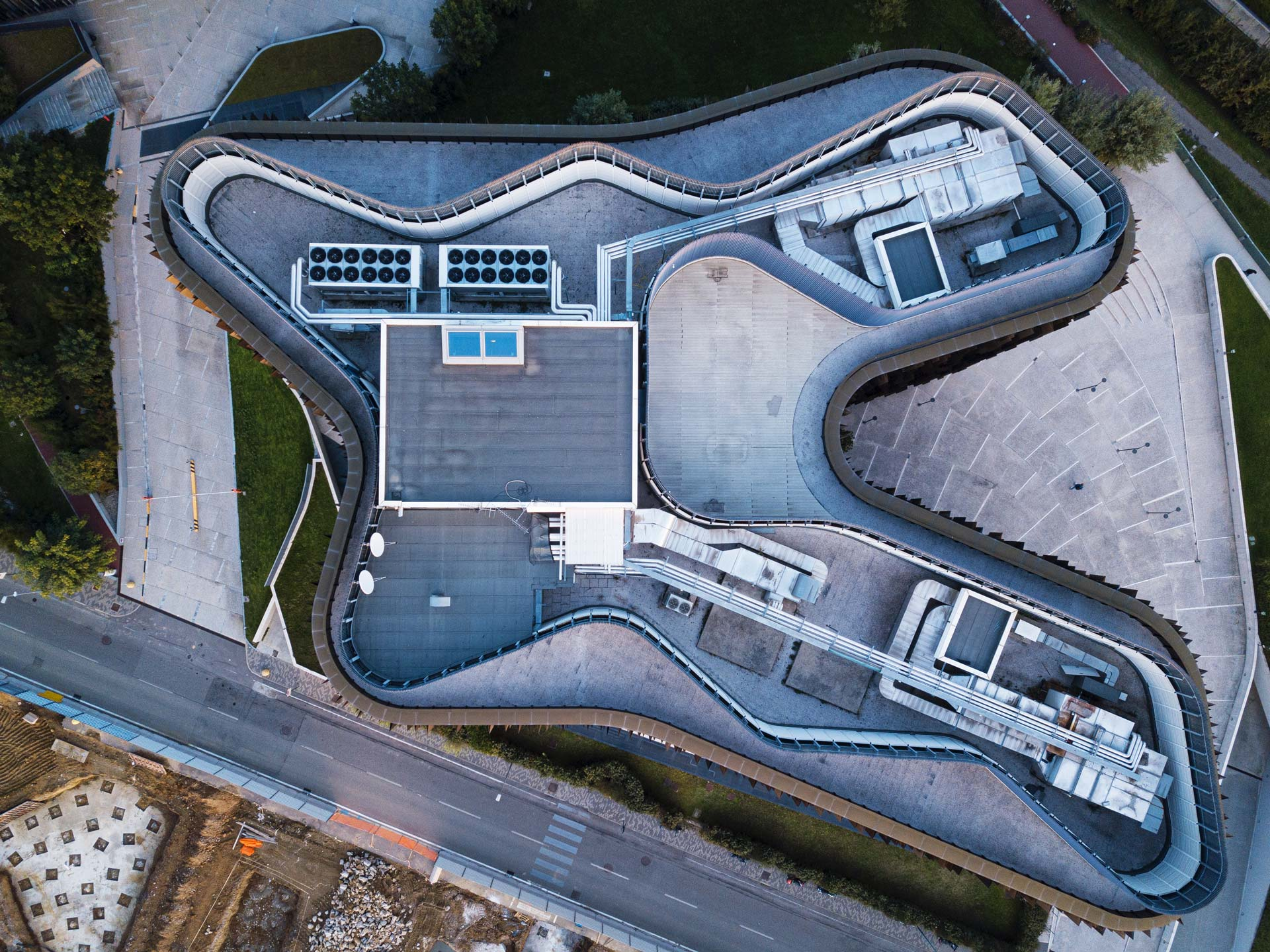esperienza drone immagine portfolio architettura aerea zenitale diurna milanofiori nord cino zucchi tre.jpg