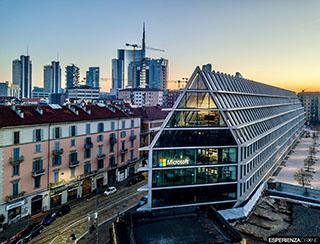 esperienza drone immagine portfolio architettura edificio feltrinelli frontale completa milano 2.jpg