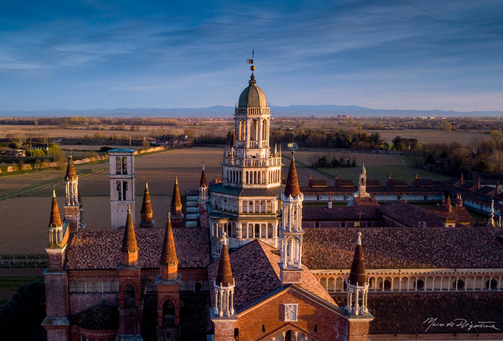 esperienza drone immagine portfolio turismo promozione territorio italia antiche residenze castelli alberghi hotel certosadipavia.jpg