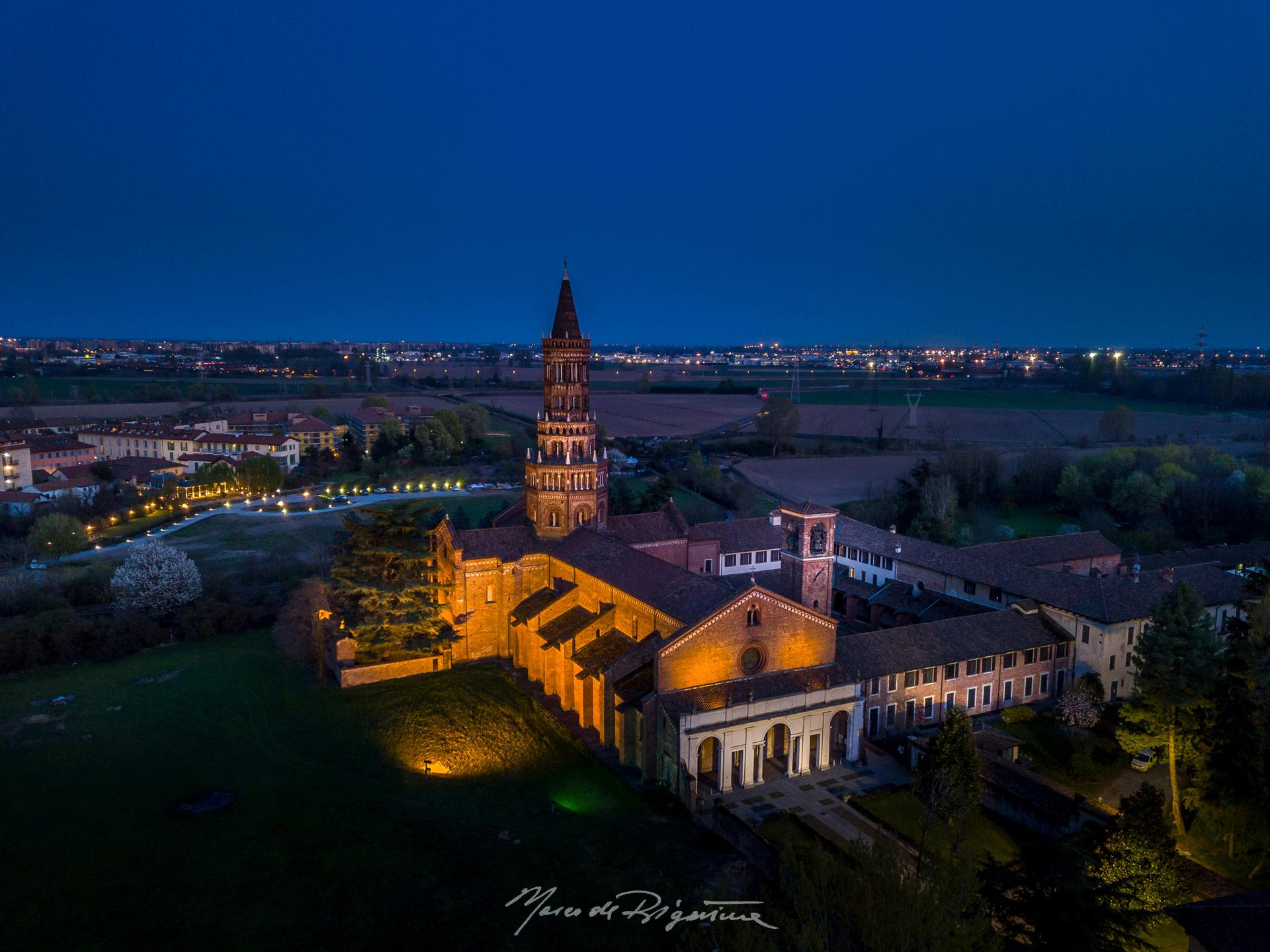 esperienza drone immagine portfolio turismo promozione territorio italia antiche residenze castelli alberghi hotelabbazzia_chiaravalle_ora_blu.jpg