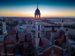 esperienza drone immagine portfolio turismo promozione territorio italia antiche residenze castelli alberghi hotelcertosa pavia ora blu sei 1.jpg