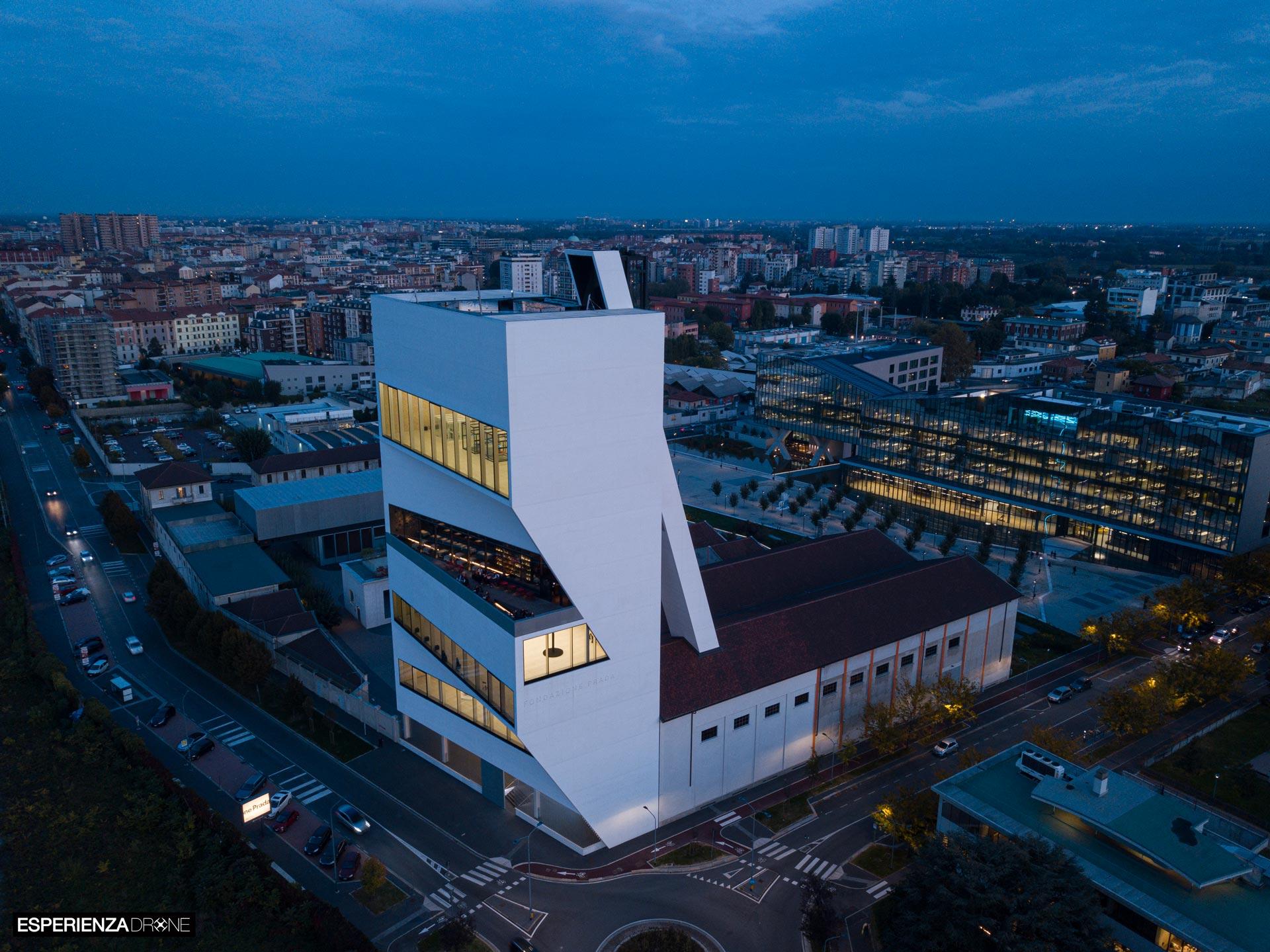 marco de bigontina pilota drone architettura torre prada ora_blu angolo.jpg