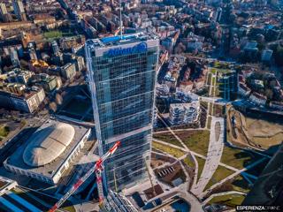 esperienza drone fotografia aerea costruzione torri citylife milano tre.jpg