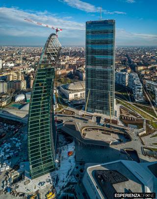 esperienza drone fotografia aerea costruzione torri citylife milano uno.jpg