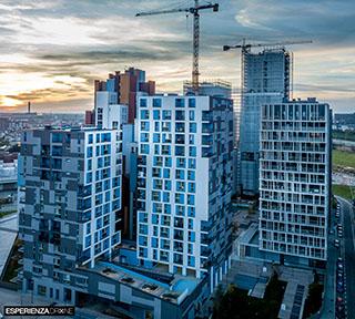 esperienza drone immagine portfolio architettura aerea laterale est tramonto cascina merlata milano.jpg