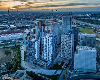 esperienza drone immagine portfolio architettura aerea laterale lontano tramonto cascina merlata milano.jpg