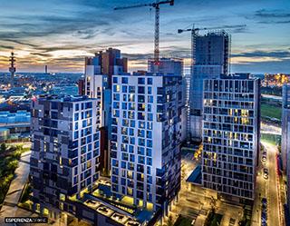 esperienza drone immagine portfolio architettura aerea laterale tramonto luci artificiali cascina merlata milano.jpg