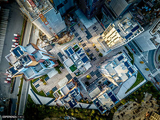 esperienza drone immagine portfolio architettura aerea zenitale diurna cascina merlata milano.jpg