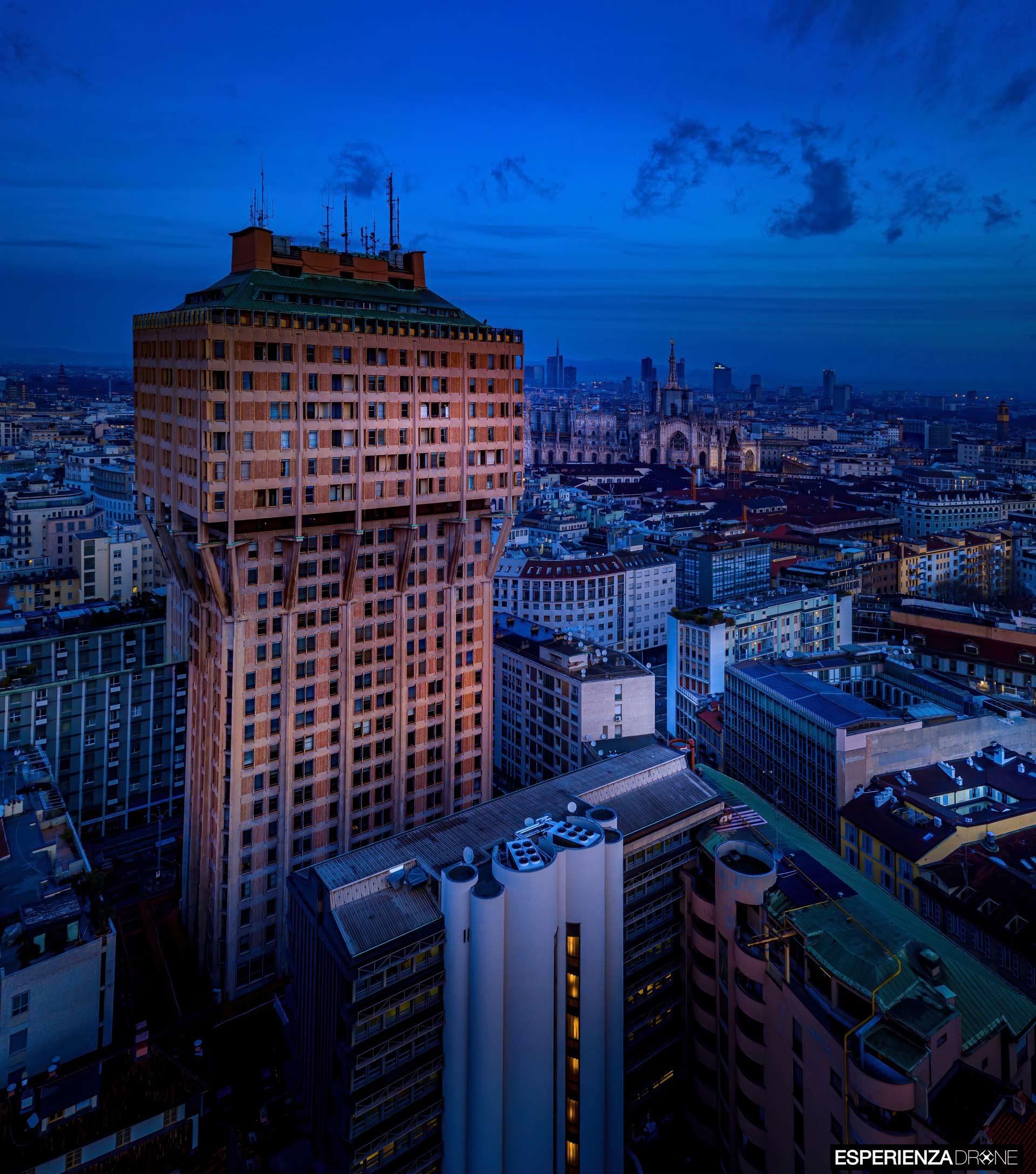 esperienza drone portfolio fotografia aerea architettura milano torre velasca quattro.jpg