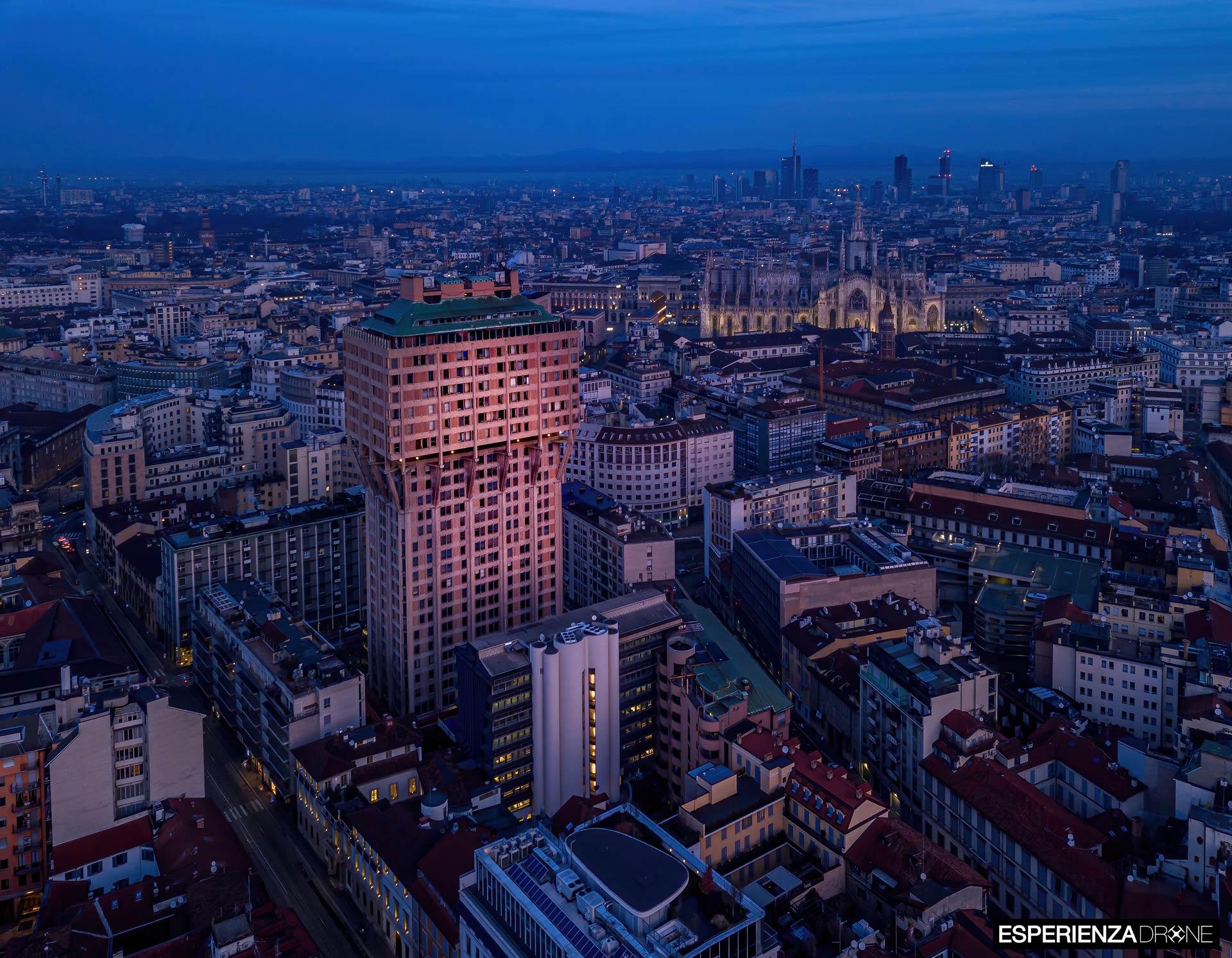 esperienza drone portfolio fotografia aerea architettura milano torre velasca tre.jpg